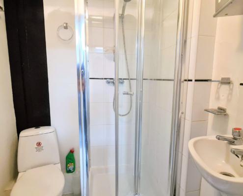 Studio 8 bathroom