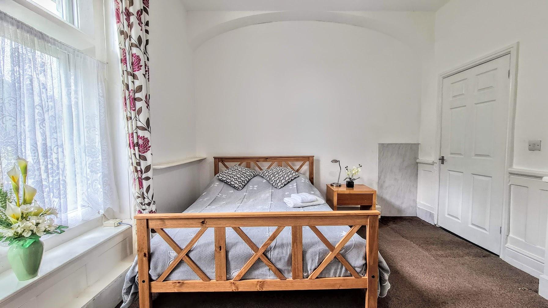 apartment-20-main-bedroom